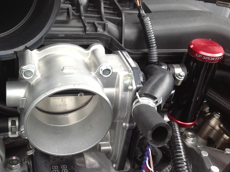吸気側やエンジン内部をクリーンに保てます。